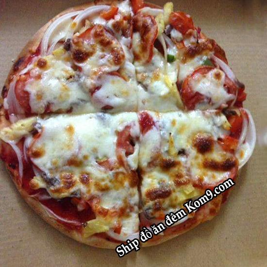 Món pizza ăn đêm ngon tại cửa hàng Kom9