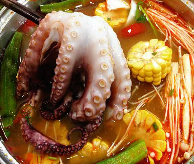 Ship lẩu bạch tuộc khủng lồ ngon tại Hà Nội