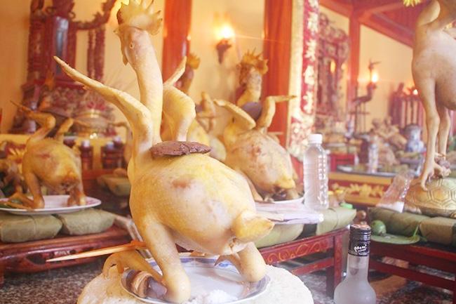 gà cúng thắp hương rằm tháng 7 tại nhà chùa