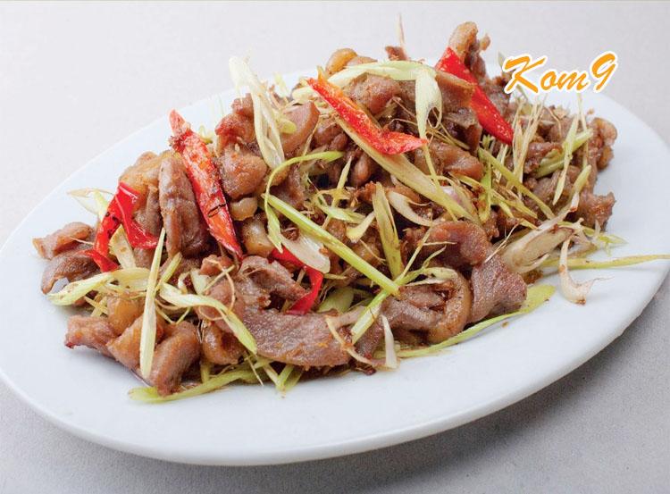 Bò xào sả ớt - món nhậu đãi khách ngon Kom9